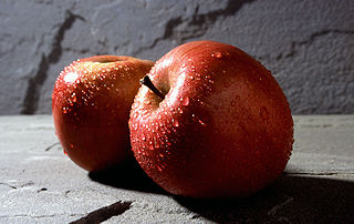 Fuji apples (Wikimedia)