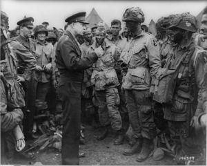 Eisenhower and the troops (Wikimedia