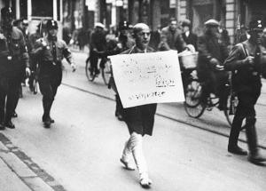 "Attorney Michael Siegel paraded through Munich in 1933 with a sign reading ""I am a Jew but I will never again complain to the police"""