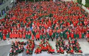 Thai Christmas Elves (CCTV.com)