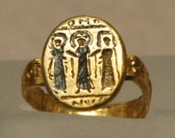 7th Century Byzantine wedding ring depicting Jesus uniting the couple (Wikimedia)